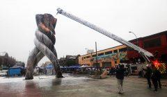 """En Valparaíso se incendió el """"Monumento a la Solidaridad"""" frente al Congreso"""