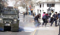Carabineros renovará flota de carros lanzaaguas y lanzagases de cara a protestas en marzo